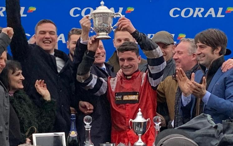 Potters Corner wins the Coral Welsh Grand National